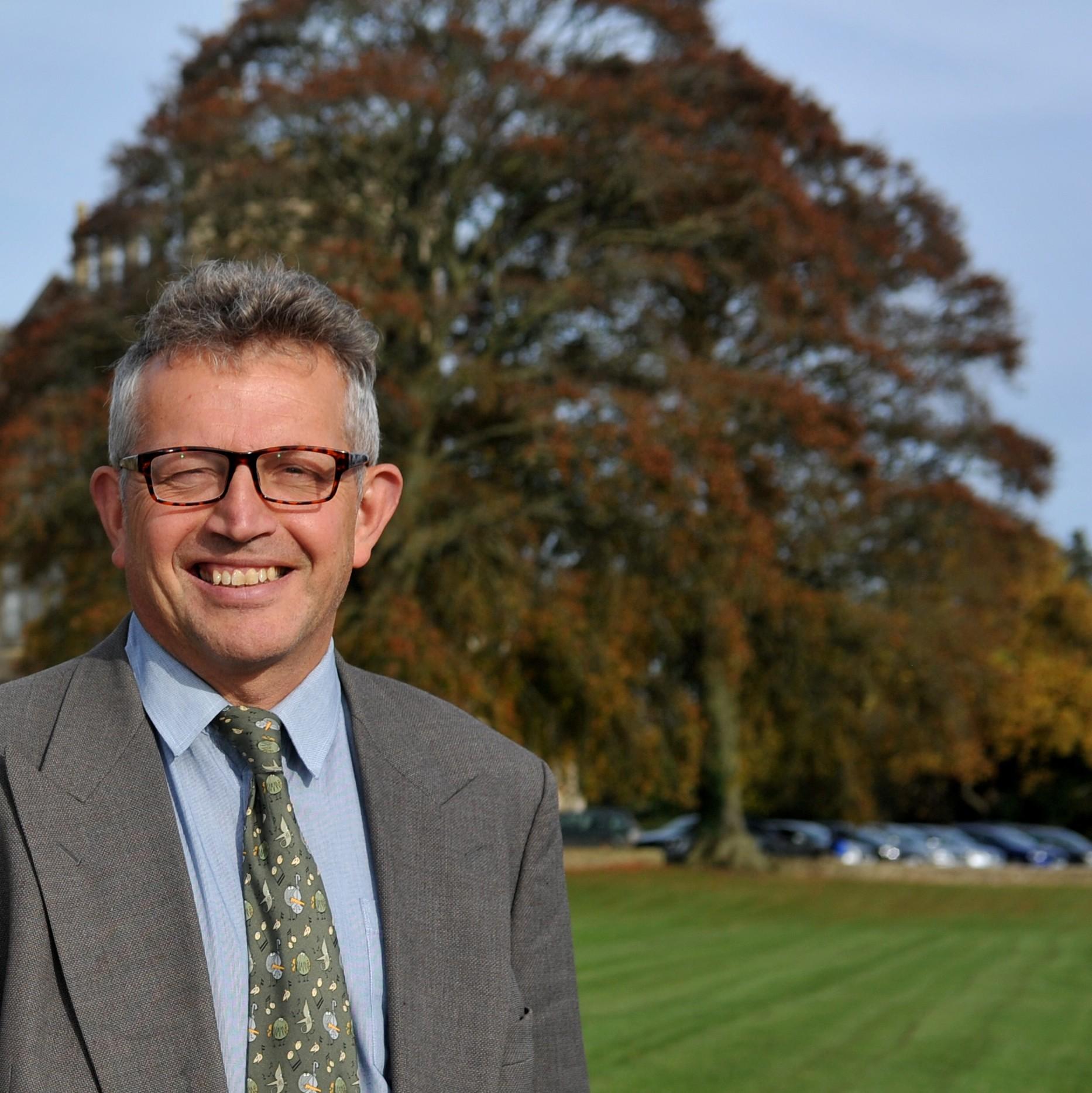 Dr Simon Huston